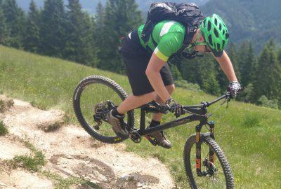 4 Dinge, die du für deine Downhill Bike Ausrüstung unbedingt benötigst